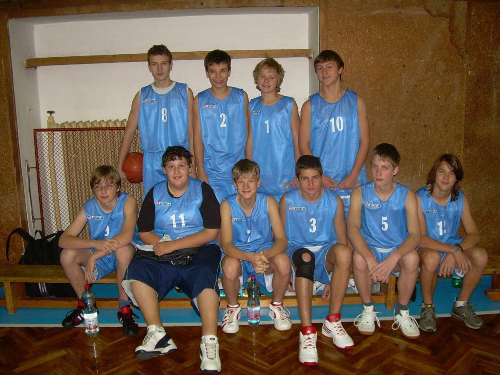 2010-kraj-8-9-basket.JPG