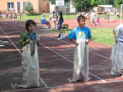 Napric-skolou-Jmena-cerven-2011-010.jpg